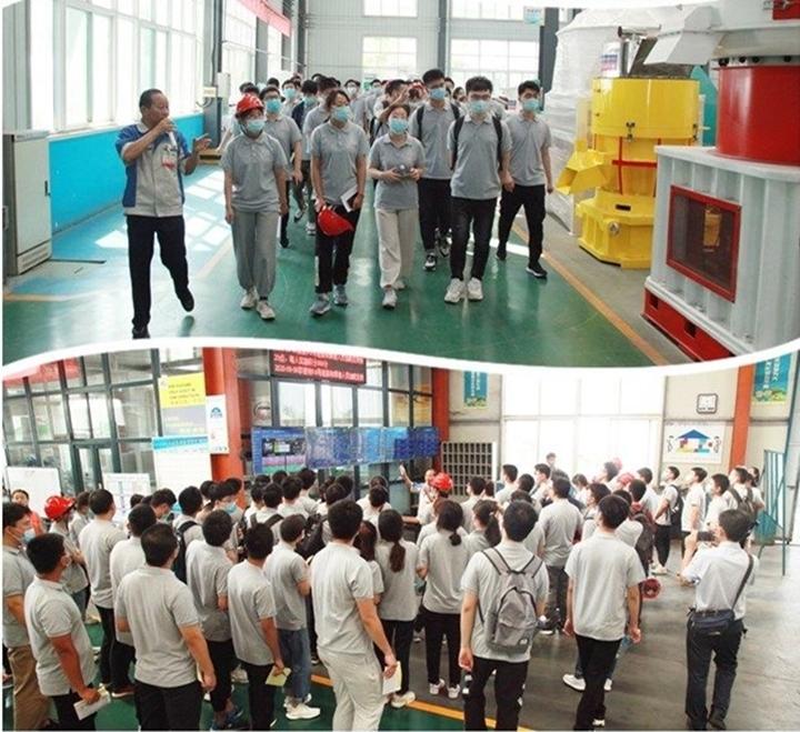 同学们进入颗粒机产品展厅与精益化生产车间