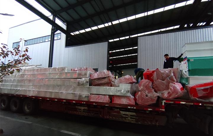 颗粒机生产线装车完成,准备发往内蒙古乌兰察布